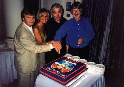 Lyn Paul with Bill Kenwright and Willy Russell cutting the 10th anniversary cake.