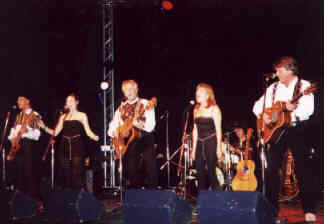 The New Seekers on stage at the OGAE Convention 2000.